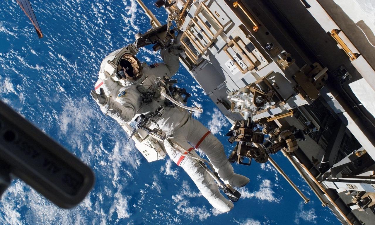 SPECIALE SCUOLE - A spasso nello spazio